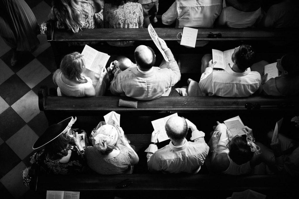 invitati del matrimonio in chiesa