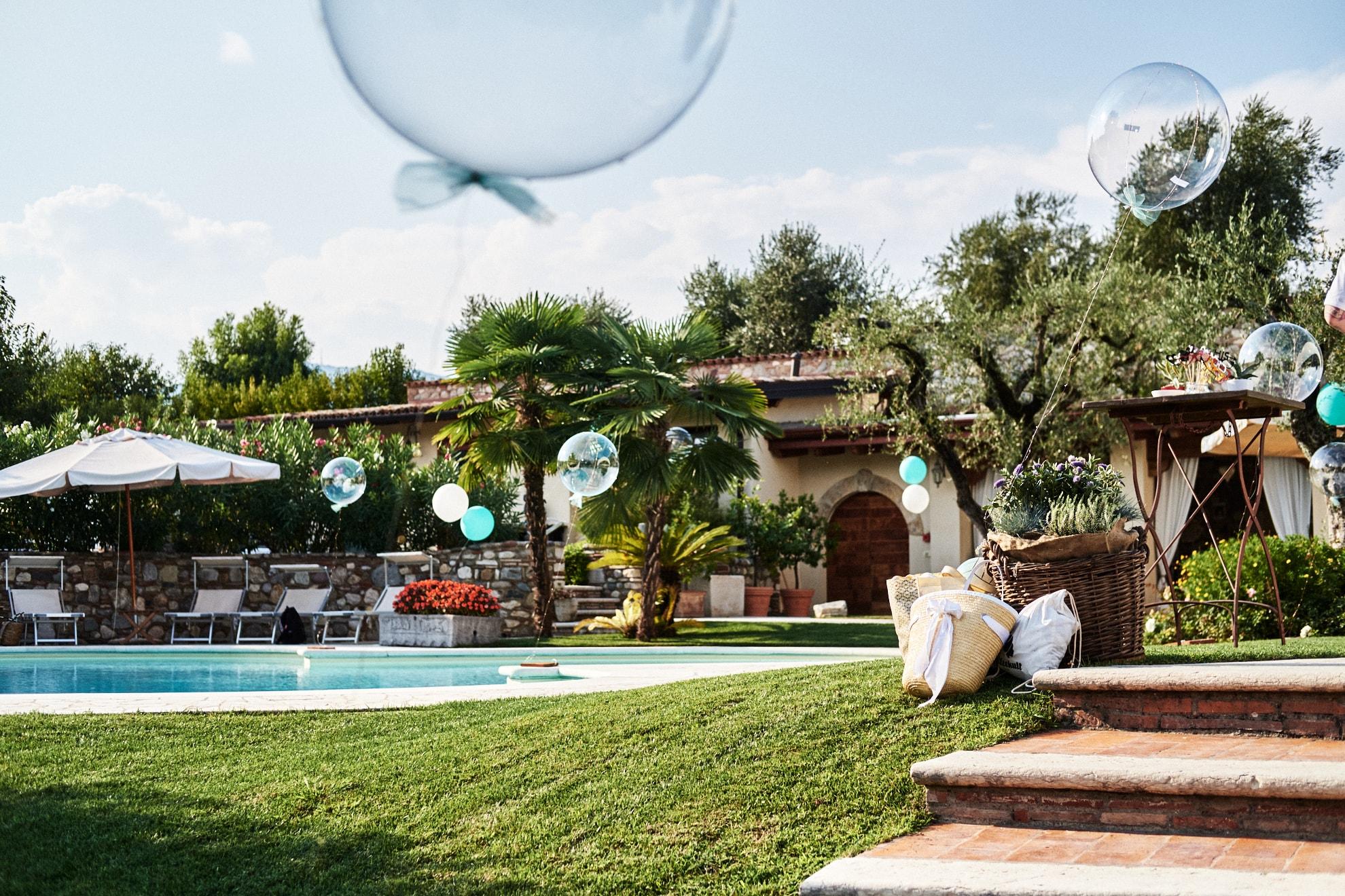 Villa Mario Salò allestimento matrimonio in piscina sul lago di Garda